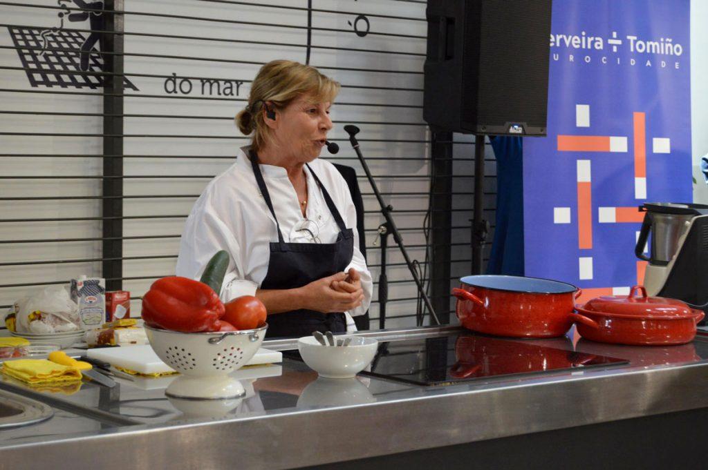 Toñi Vicente cociña no Mercado Municipal de Tomiño